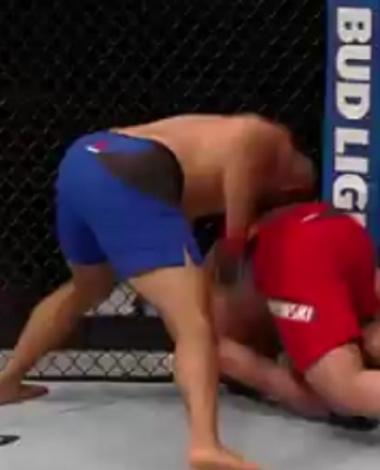VIDÉO: Un récent K.O. brutal de l'UFC en seulement 14 secondes!