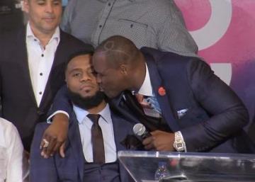 Adonis Stevenson embrasse Jean Pascal en pleine conférence de presse!
