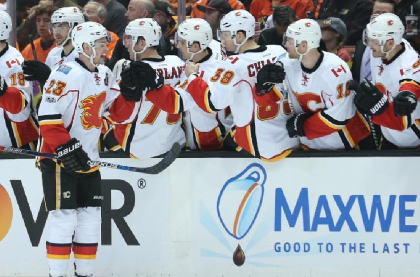 Un défenseur offensif s'entend avec les Flames!