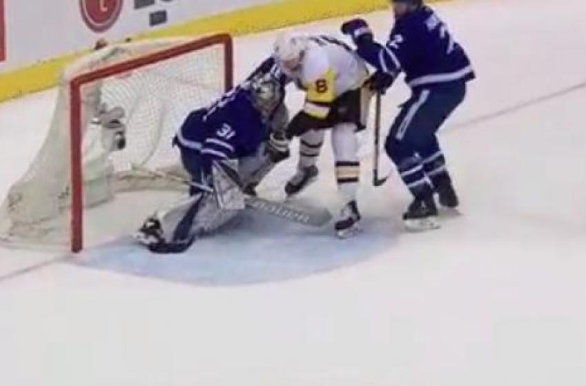 DERNIÈRE HEURE: Controverse dans le match entre les Penguins et les Maple Leafs