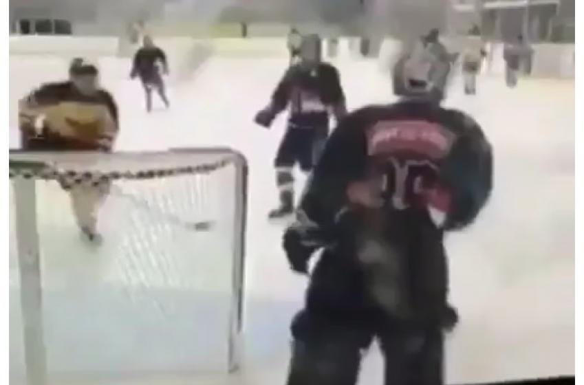 Un gardien se fait DÉTRUIRE dans une ligue amateure!
