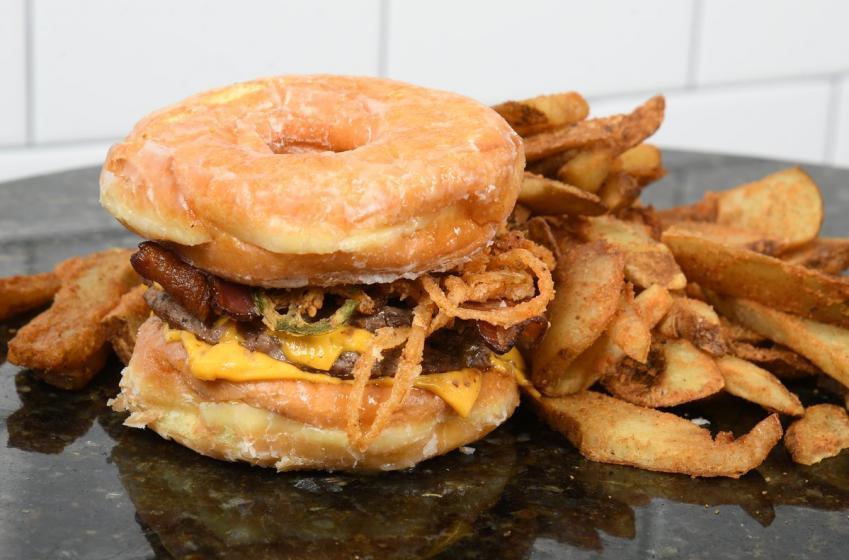 Les Bruins annoncent un burger décadent pour la finale de la Coupe Stanley!