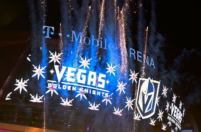 Signature d'un joueur de centre à Vegas!