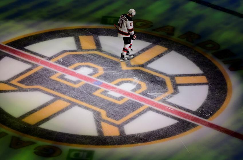 Dernière heure: Un joueur des Bruins suspendu pour coup à la tête!