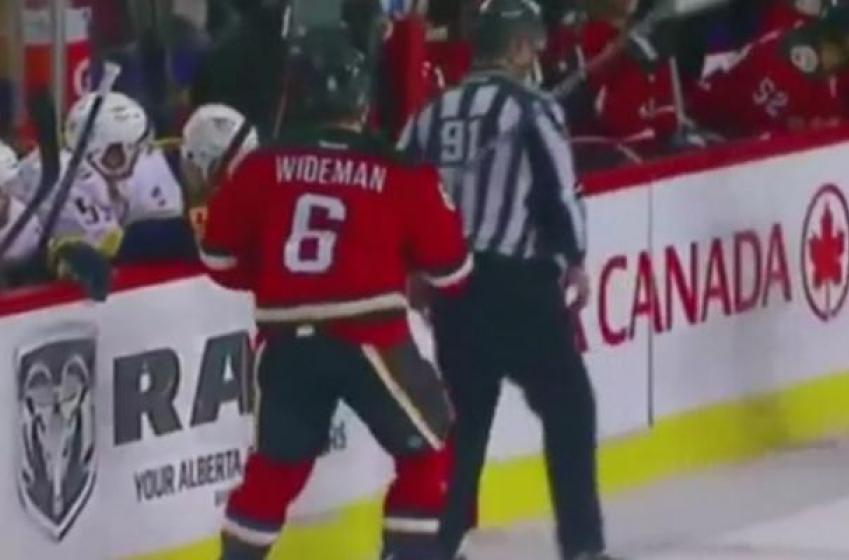 De mal en pis pour Dennis Wideman!