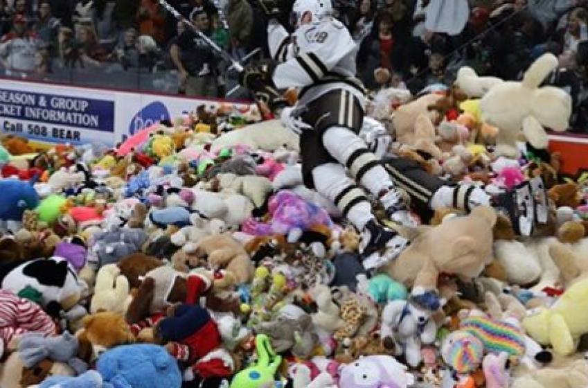 Une avalanche de toutous bat le record mondial dans la AHL!