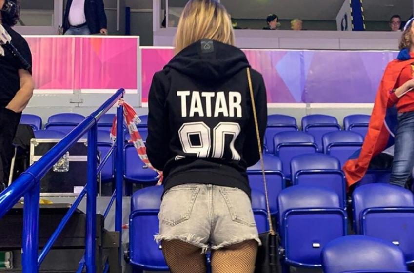 Tomas Tatar publie une nouvelle photo en compagnie de sa copine en bikini