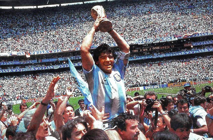 Diego Maradona perd la vie
