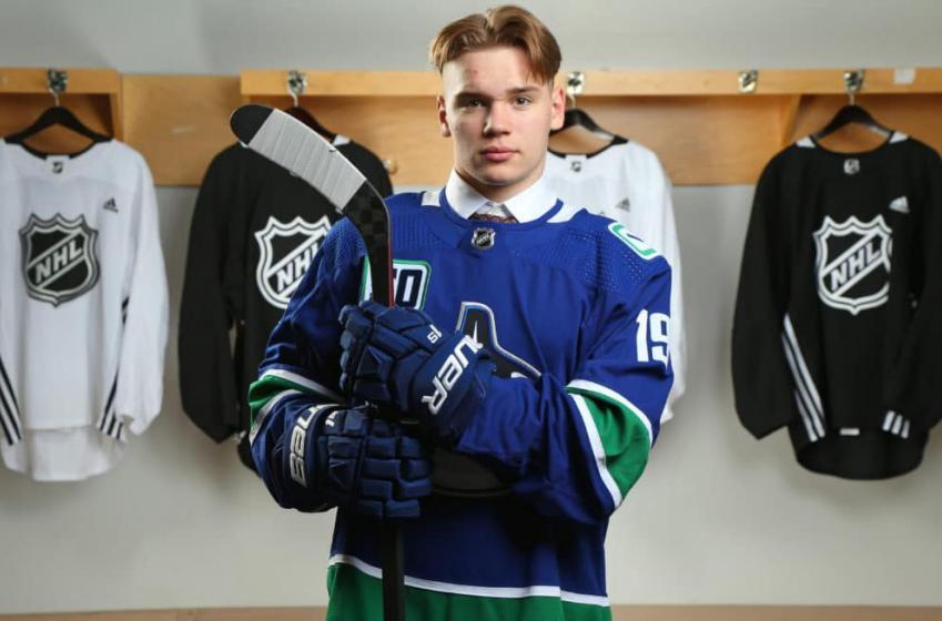 Vasili Podkolzin se joindra aux Canucks dès cette saison