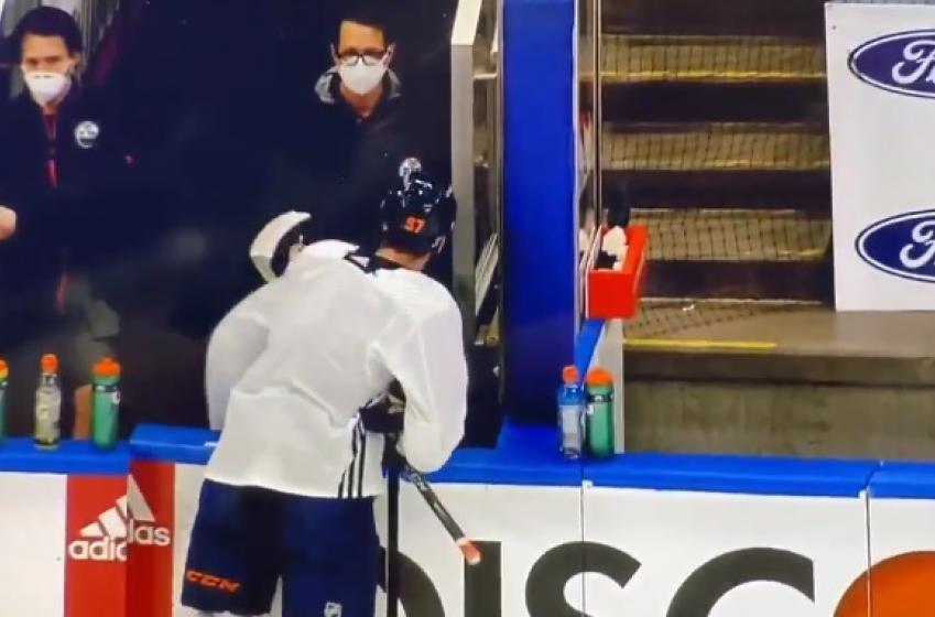 Connor McDavid a été chassé de l'entraînement des Oilers